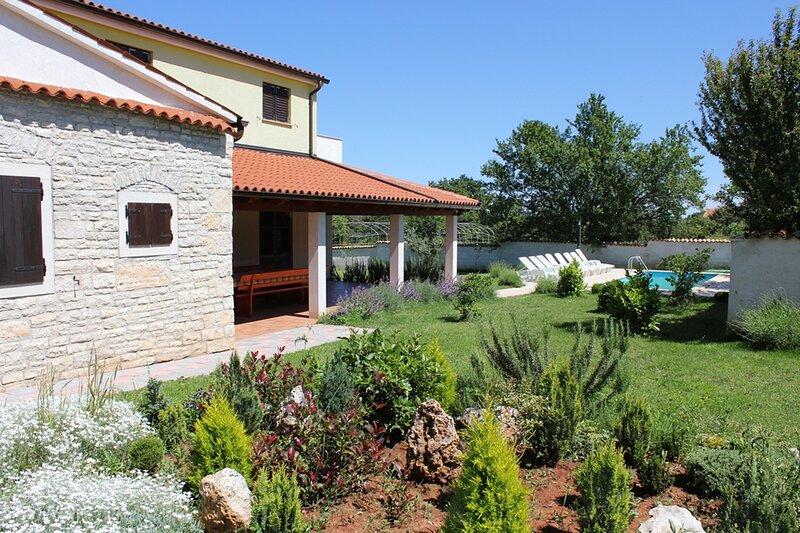 Villa Fuma with Private Pool, Trampoline, BBQ, Volleyball Field, casa vacanza a Segotici