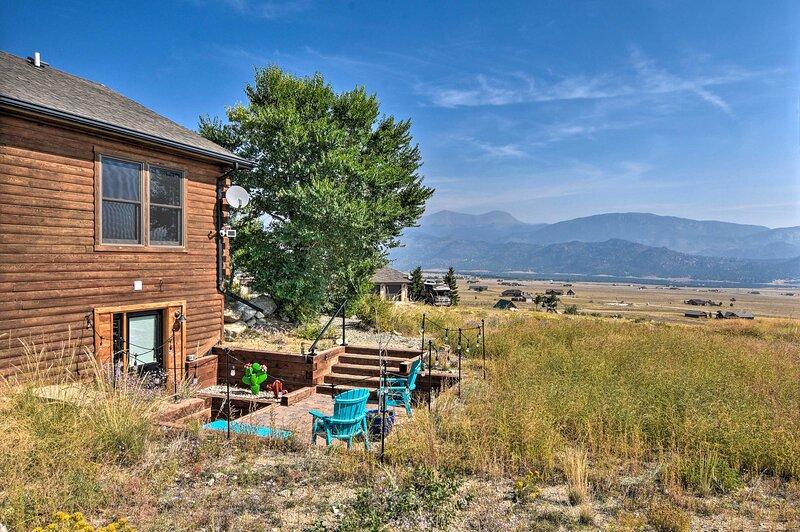 NEW! Mountain Retreat w/ Panoramic Views + Patio!, location de vacances à Granite