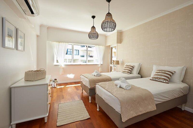 Oceanario 2 Bedroom Apartment - Sea View and Pool, casa vacanza a Cascais