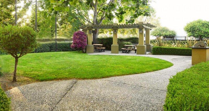 Explore Historic Downtown, 1 Studio Suite w/Full Kitchen, Free Parking, alquiler vacacional en Sunnyvale