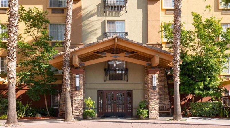 Near Cisco Headquarters, Full Kitchen, Laundry, Business Center, location de vacances à Milpitas
