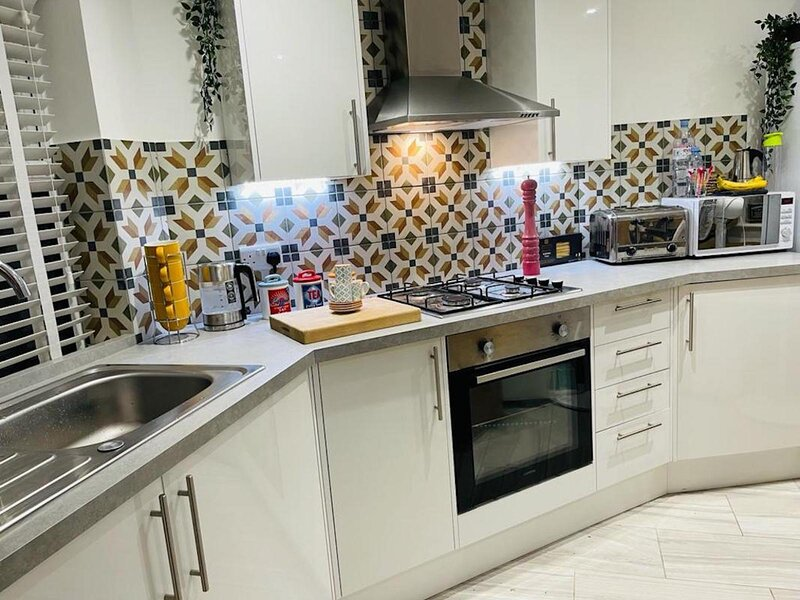 Designer kitchen with everything you need to cook!