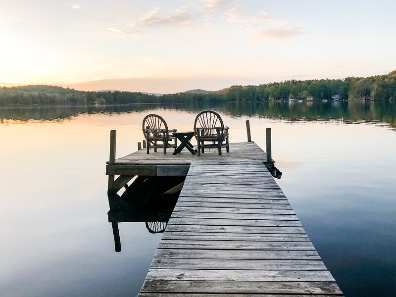A Waterfront Family Escape | Dog-Friendly | Canoe + Fire Pit, alquiler vacacional en Grantham