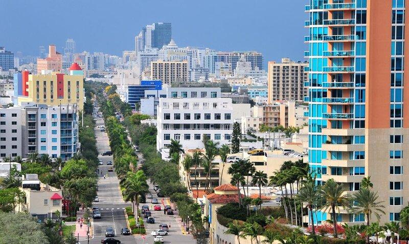 1 Fantastic 1BR Apartment, Pool, Beach Access, Close to South Beach, casa vacanza a North Bay Village