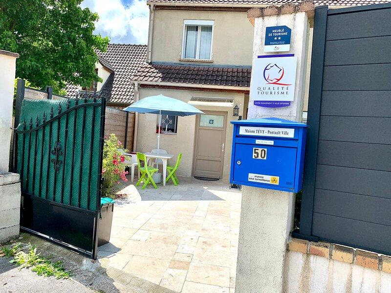 Beau Studio avec terrasse, vacation rental in Lognes