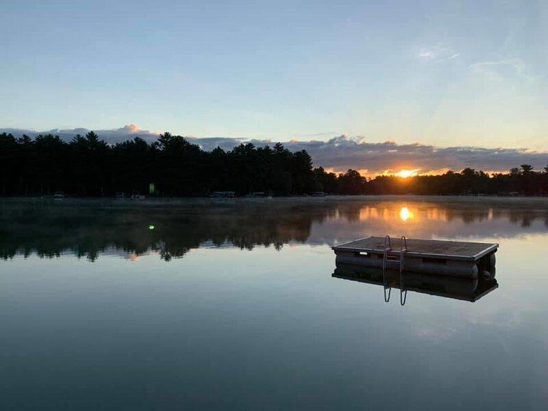 Lake View Long Sunsets on Waupaca Chain O'Lakes #2, alquiler vacacional en Poy Sippi