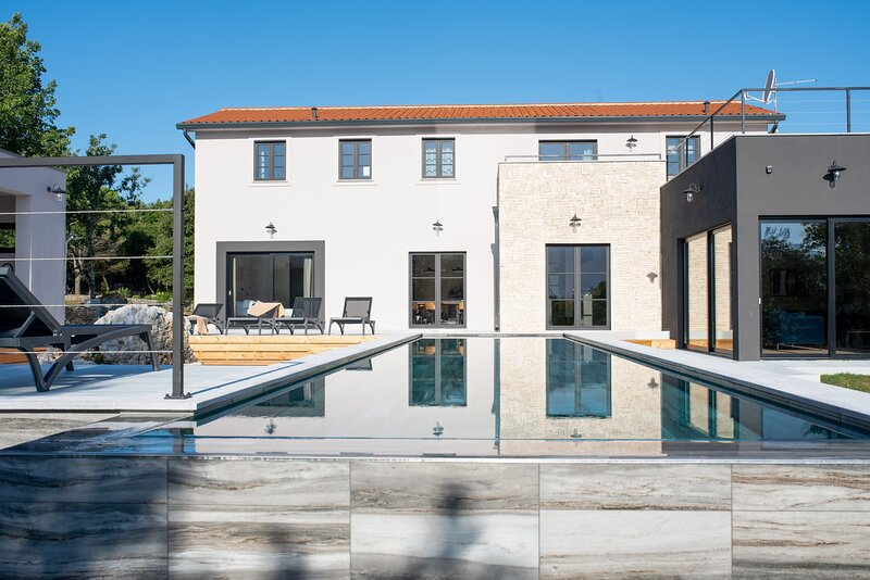 Beautiful Villa Mons Caldera, holiday rental in Vozilici
