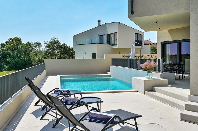 Beautiful Villa Itea, holiday rental in Cervar Porat