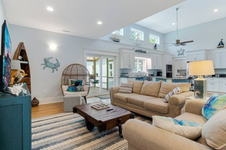Spacious living room and kitchen with double sliding doors to the screened in porch