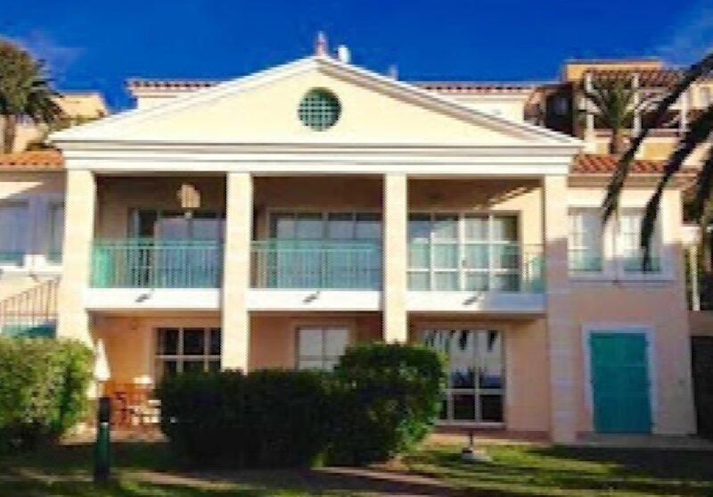 Rez de jardin pour 5 Personnes vue mer, holiday rental in Le Dramont