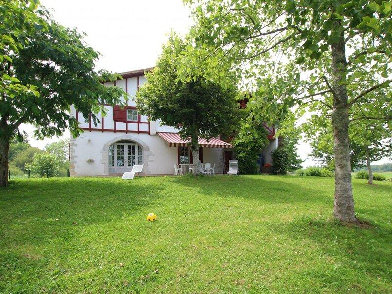 Location Gîte Urcuit, 5 pièces, 10 personnes, location de vacances à Lahonce