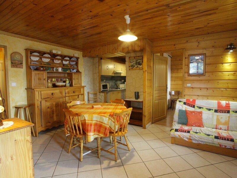 4/5 personnes - 45m² - 1ème étage sud, holiday rental in Saint-Jean-de-Maurienne