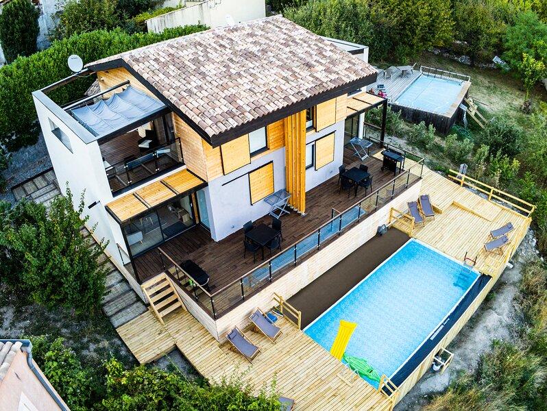Halte Air et Go  Gite Barre des doures avec piscine et vue panoramique, holiday rental in Thorame-Basse
