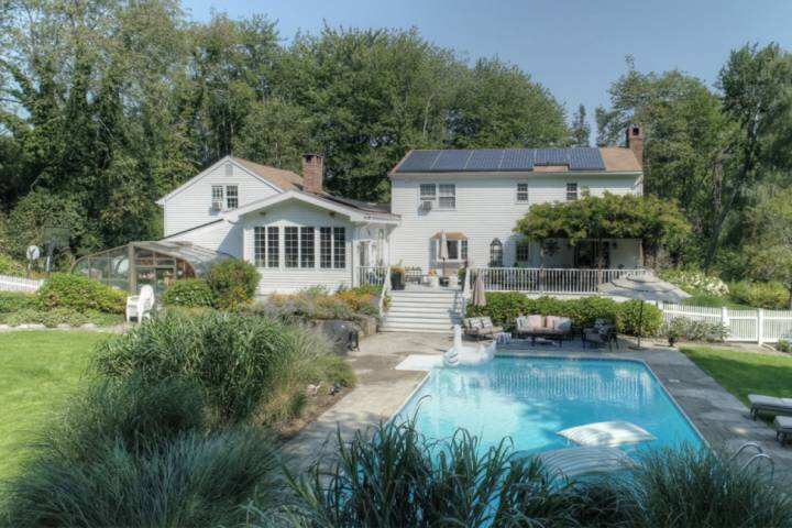 Private Estate Large Private Pool, holiday rental in Croton Falls