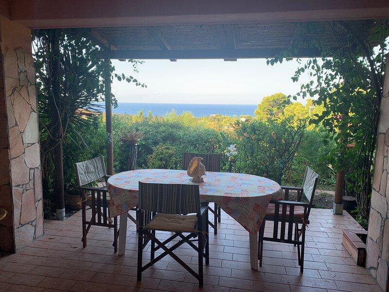 Torre dei Corsari,un giardino silenzioso e profumato con vista mare, location de vacances à Terralba