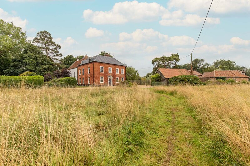 Mill House | Spectacular 5-bedroom property | Large gardens, casa vacanza a North Elmham