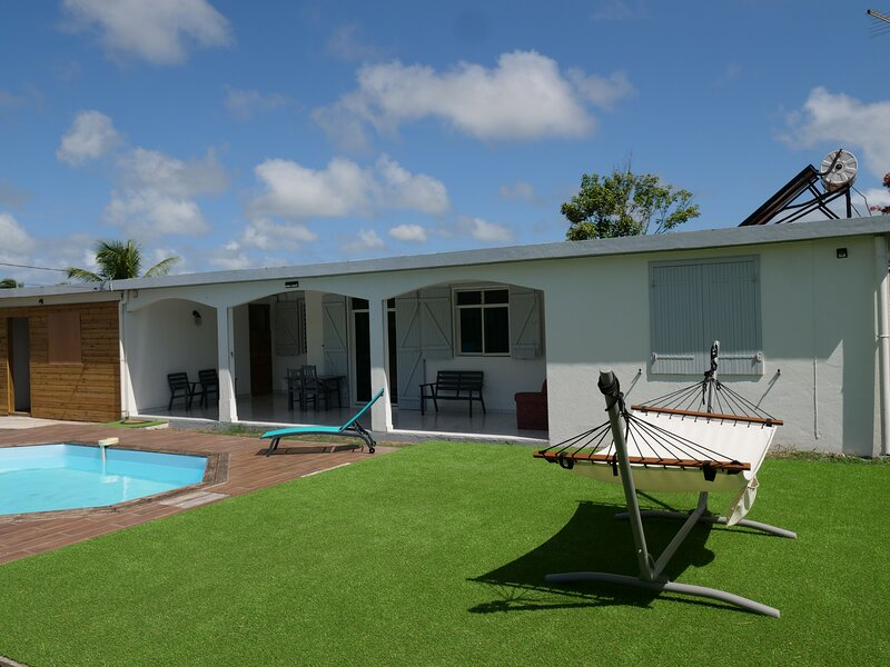 Amazing house with shared pool, vacation rental in Gros Cap