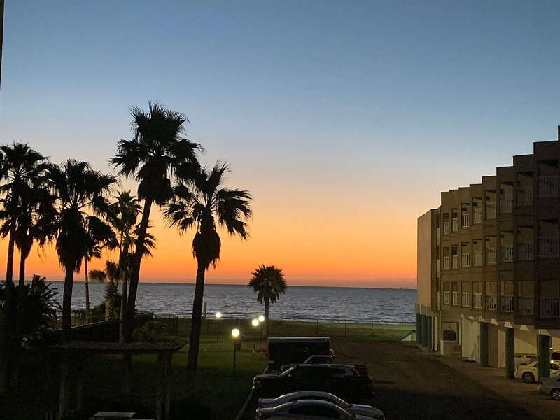 The Sand Dollar on North Beach, holiday rental in Robstown