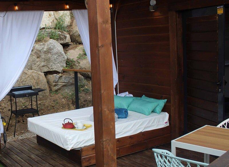 Nido Gredos La Suite.Cabaña ecológica de diseño a 1h Madrid. Escapada Romántica, holiday rental in San Bartolome de Pinares