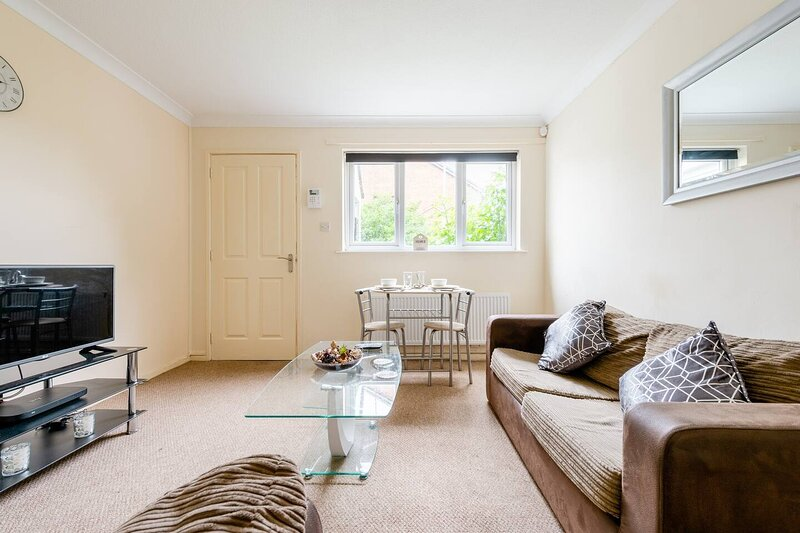 Charming 1-Bed Apartment in Luton, holiday rental in Hitchin