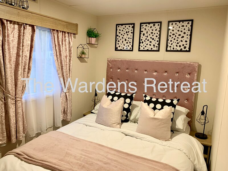 The Wardens Retreat (Hot Tub) - Tattershall Lakes, holiday rental in South Kyme