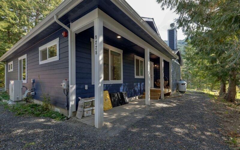 Porch,Building,Cottage,House,Patio