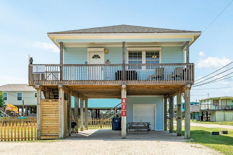Coconut Cottage - Huge Yard,  Outdoor Shower, Island Breezes From Deck!, alquiler vacacional en Brazoria