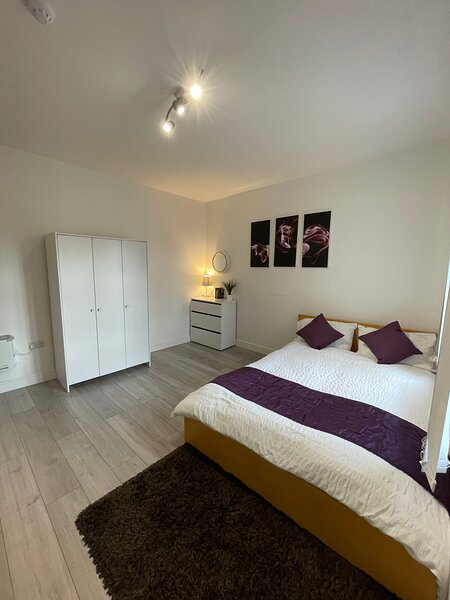 De Montfort House - Room with Ensuite in Leicester City Centre, vacation rental in Church Langton