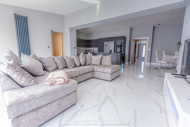 Beautiful Modern Open plan living home, alquiler vacacional en Saline
