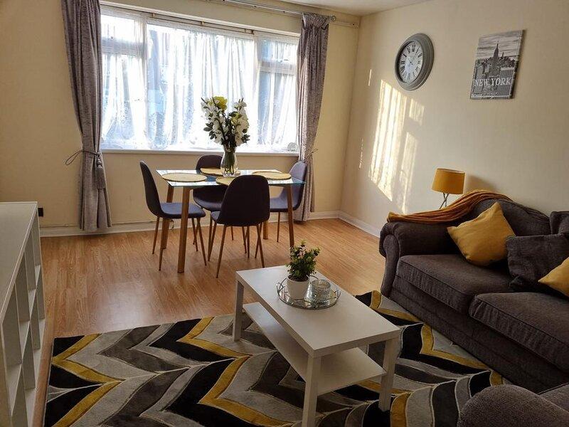 Captivating 2-Bed Apartment in Belvedere, holiday rental in Dartford