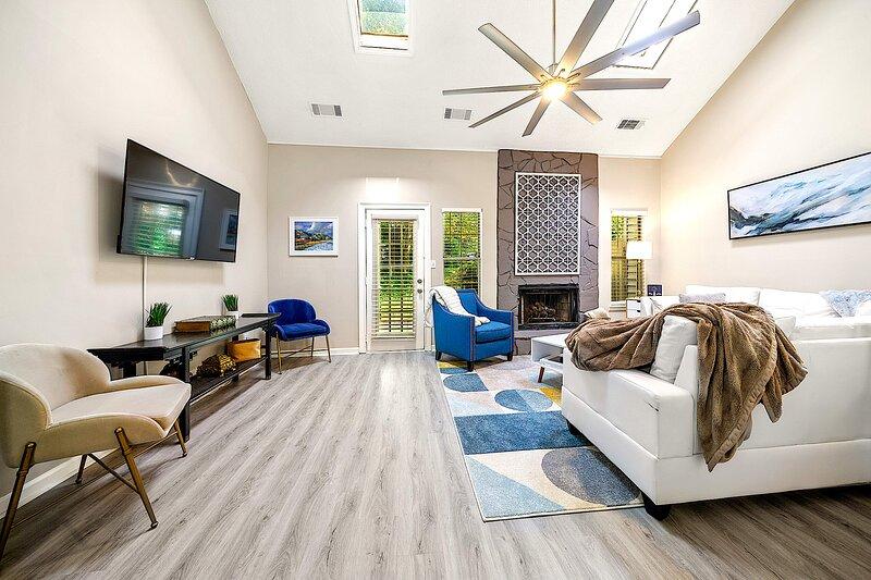 Good Karma Rentals - Stunning 2 Master BDR Serene Abode in a Quiet location, holiday rental in Woodstock