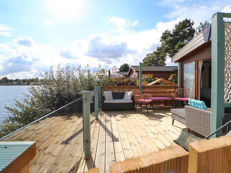 The Lakeside Retreat at Tallington Lakes, Tallington, holiday rental in Market Deeping
