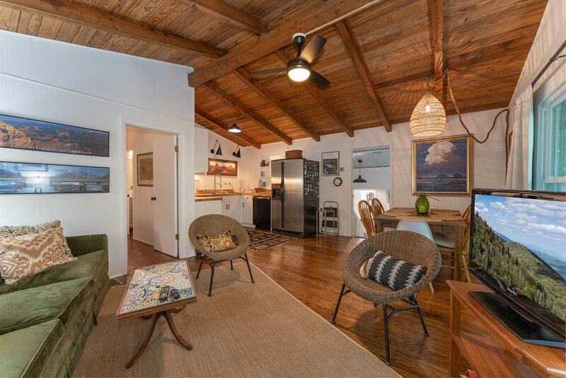 The Deep Forest Green Cottage, holiday rental in Cedar Mountain