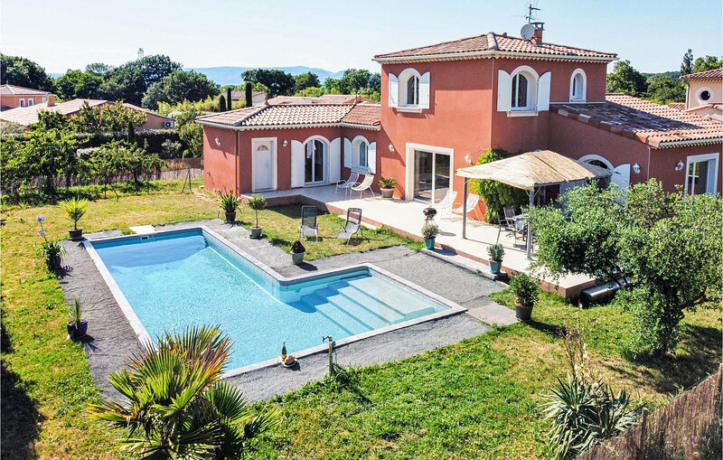 Awesome home in Montboucher-sur-Jabron with Outdoor swimming pool and 4 Bedrooms, holiday rental in Rochefort-en-Valdaine