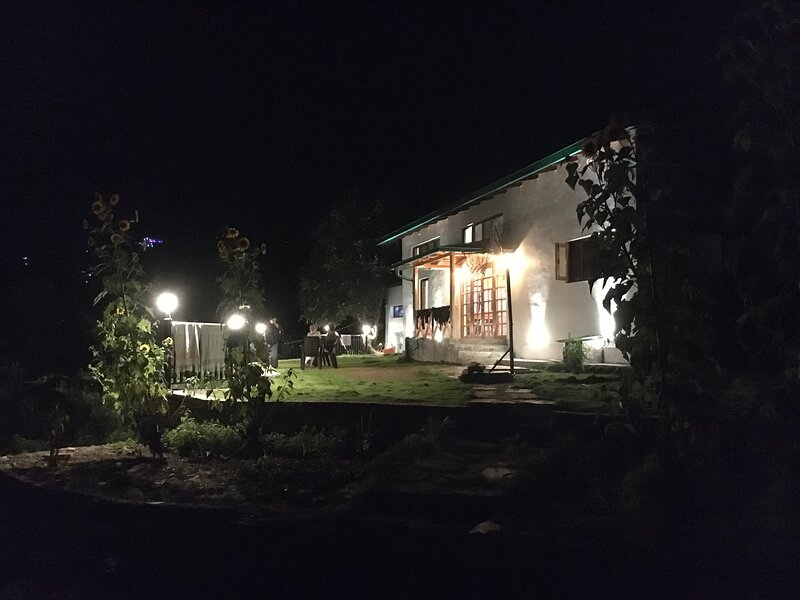 Silver Oak Cottage, aluguéis de temporada em Dhanachuli