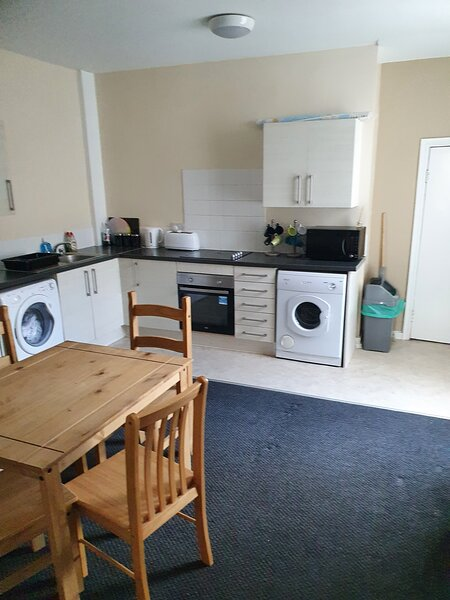 Large Apartment with separate lounge & Fully equipped kitchen diner, alquiler de vacaciones en Liverpool
