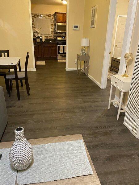 Spacious remodeled 2bd/1ba house with huge yard, holiday rental in San Jacinto