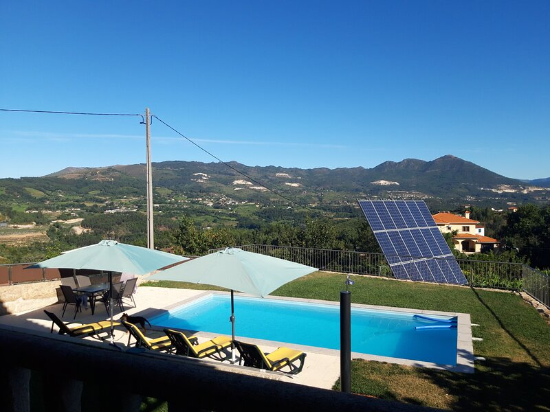 Amazing villa with swimming-pool, holiday rental in Varzea Cova