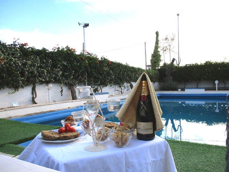 Luxury Holiday House Con Piscina a Porto Cesareo Torre Cesarea, holiday rental in La Strea