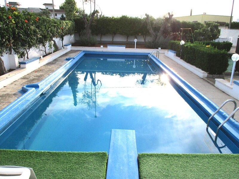 Luxury Holiday House Con Piscina a Porto Cesareo Torre Chianca, holiday rental in La Strea