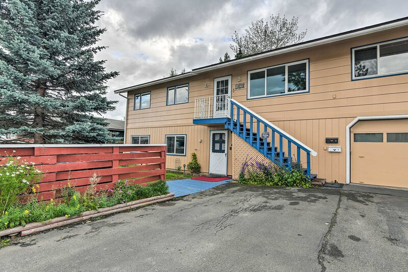 Cozy Apartment < 4 Miles to Downtown Anchorage!, holiday rental in Eagle River
