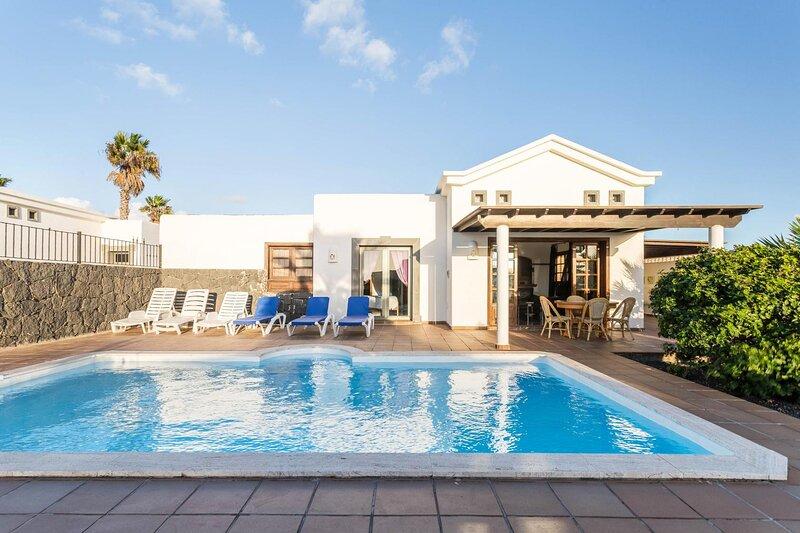 Villa independiente con piscina privada, holiday rental in Playa Blanca