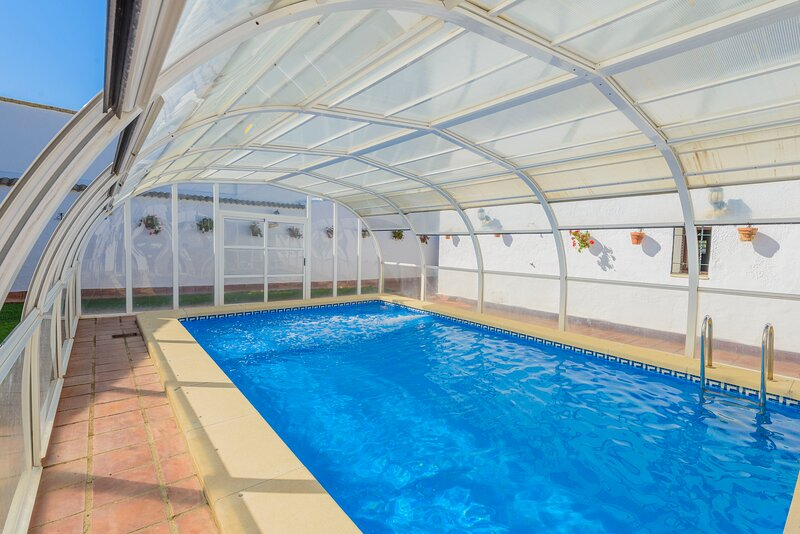Big villa with swimming-pool & Wifi, holiday rental in Almodovar del Rio