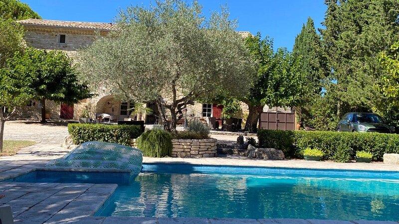 Tiny House avec piscine entre les Gorges de l'Ardèche et la vallée de la Cèze, vacation rental in Issirac