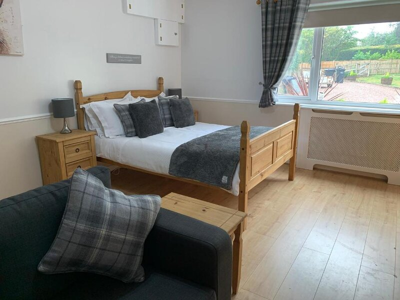 Meerkat Manor, is a Cosy Retreat, in the Rural Hamlet of Coddington., vacation rental in Ledbury