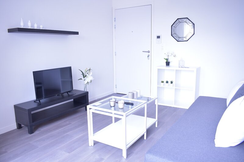 Moaki: Appartement de luxe avec parking gratuit, casa vacanza a Drancy