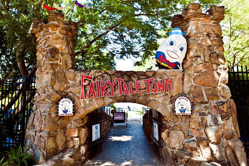Family Escape, Shop & Dine in Old Town, Waterfront, casa vacanza a Citrus Heights