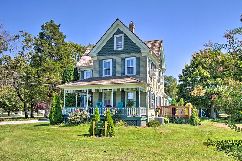 Horse-Friendly Williamstown Farmhouse by Main St!, holiday rental in Vineland