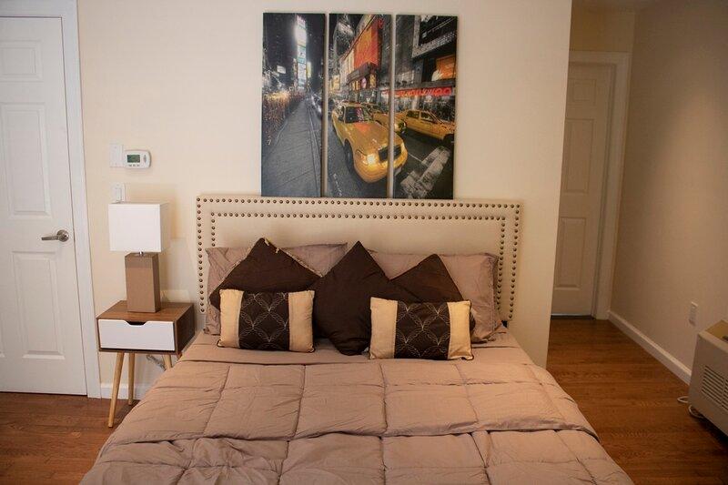 Near Manhattan NYC - 3 Bedroom Apartment 1200 sqft, aluguéis de temporada em East Rutherford