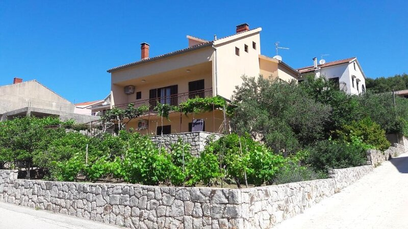 Apartment 5028-1 for 5 Pers. in Stari Grad (Hvar), vacation rental in Rudina